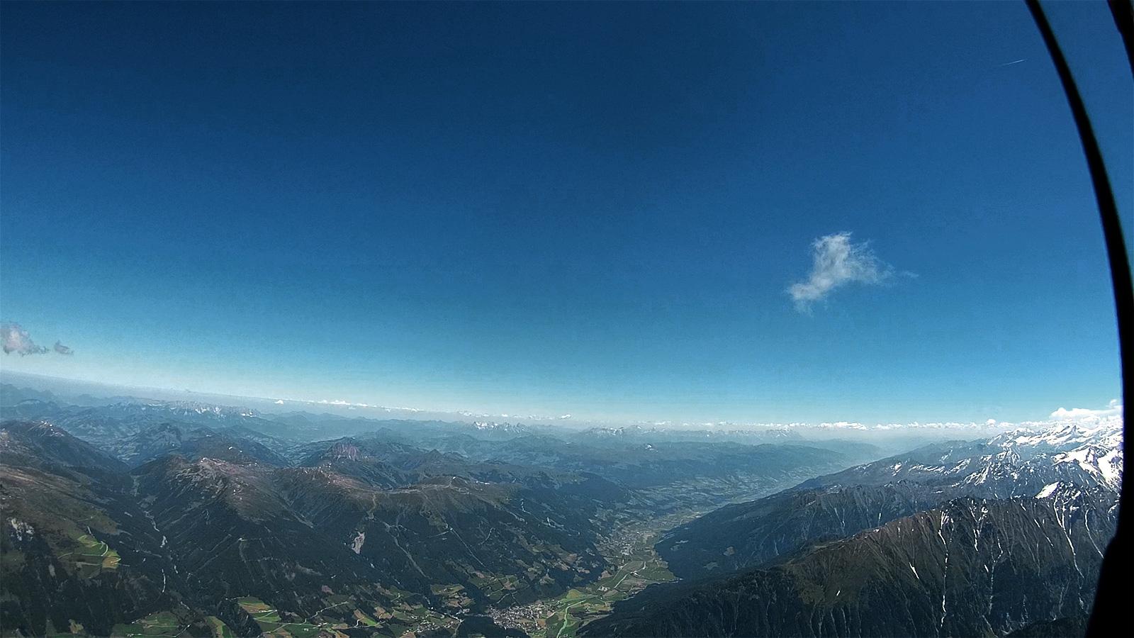 Blick zurück zum Wildkogel und den Pinzgauer Spaziergang entlang.