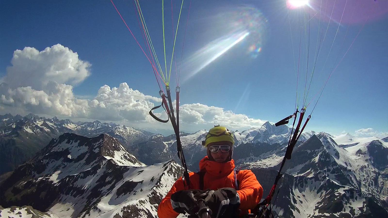 Ich verlasse die grossartige Arena rund um den Grossglockner und überquere, vorbei an Racherin (3.092m) und Spielmann (3.027m), zum zweiten Mal an diesem Tag den Alpenhauptkamm.