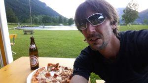 Pizza, Bier und Abkühlung am Hollersbacher Badesee.